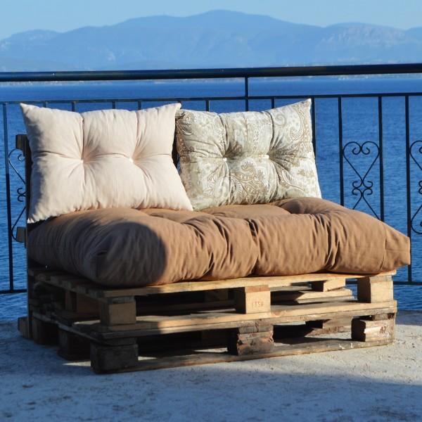 Μαξιλάρια για παλέτες με κουμπιά καφέ με συνδυασμό ή μπέζ ή Floral